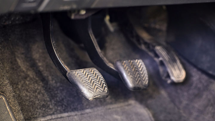 how to adjust clutch pedal