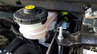 5 Brake Fluid Leak Symptoms (and Repair Cost)