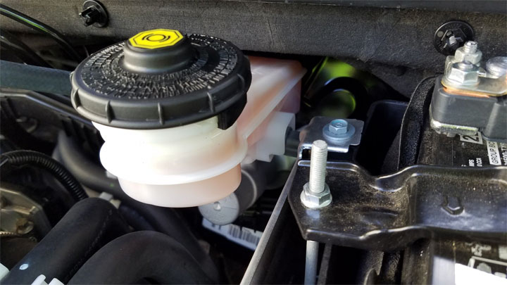 brake fluid leak symptoms