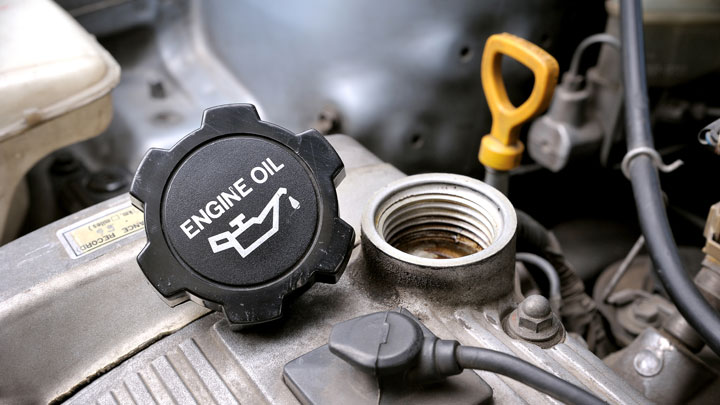 5 Symptoms of Wrong Engine Oil in Your Car (Should You Worry?)