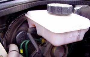 Symptoms of a Bad Brake Master Cylinder and Replacement Cost