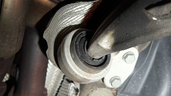 bad lower control arm bushing symptoms