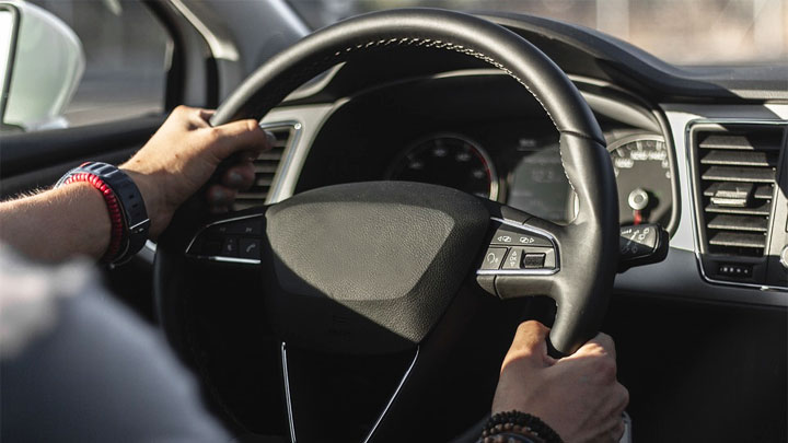 5 Causes of a Steering Wheel That's Hard to Turn (Especially