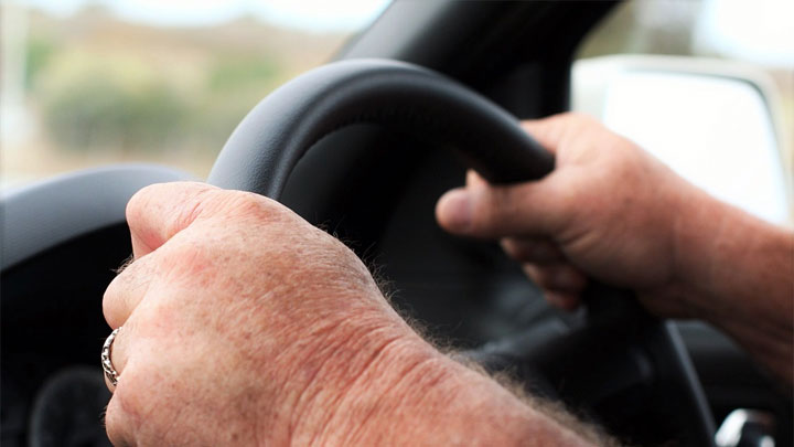 5 Causes of Steering Wheel Shakes (Low Speeds, High Speeds
