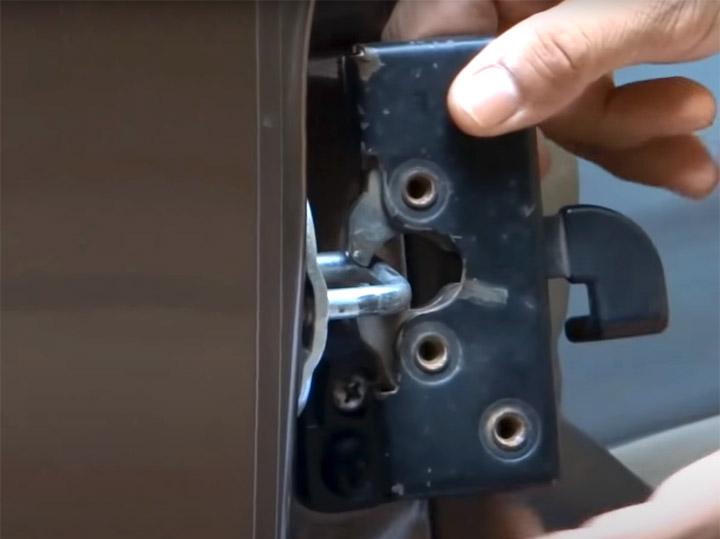 how door latch mechanism works