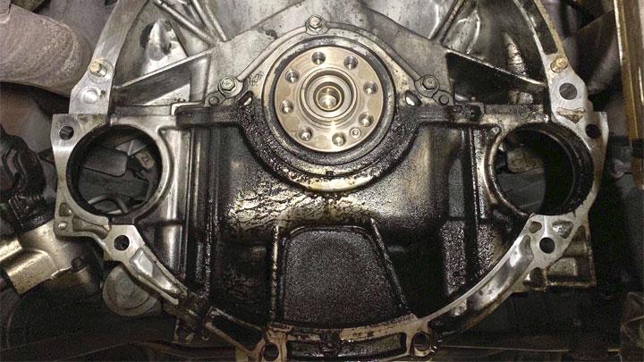 rear main seal leak symptoms
