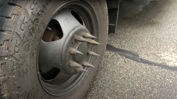 what are spikes on wheels